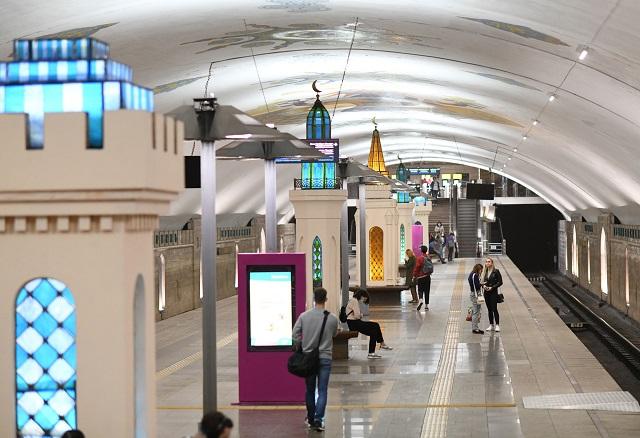 В метро Казани начал курсировать поезд родных языков