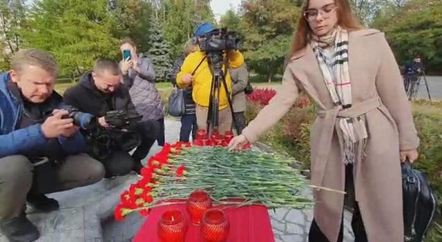 Казанда Пермь университетында атыш вакытында һәлак булганнар истәлегенә мемориал ачылды