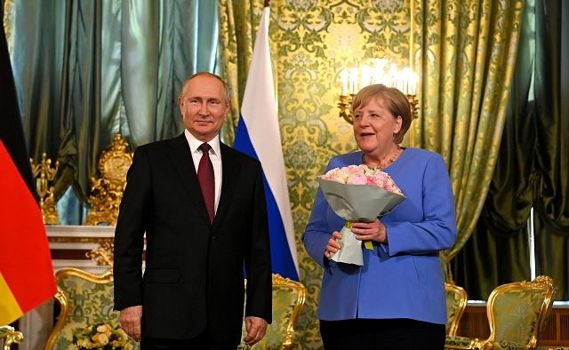 В США считают наказанием «прощальный подарок» Путина для Меркель