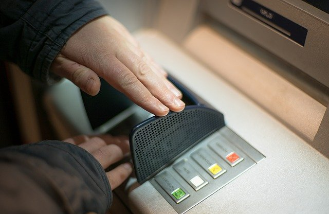 ЦБ: необходимо усилить контроль за пополнением карт через банкоматы