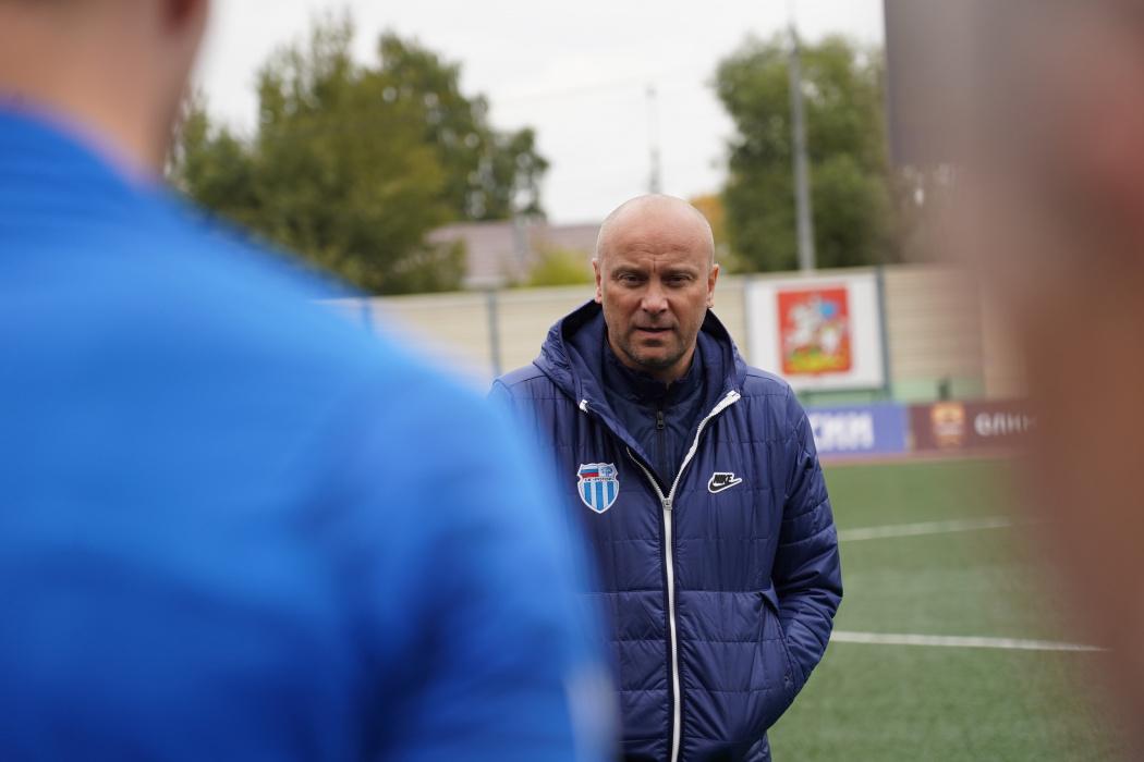 Футбольный тренер Хохлов подал в суд на фейсбук, его банят за фамилию