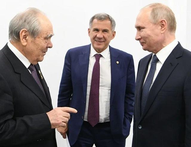 Минниханов поздравил Путина с 69-летием
