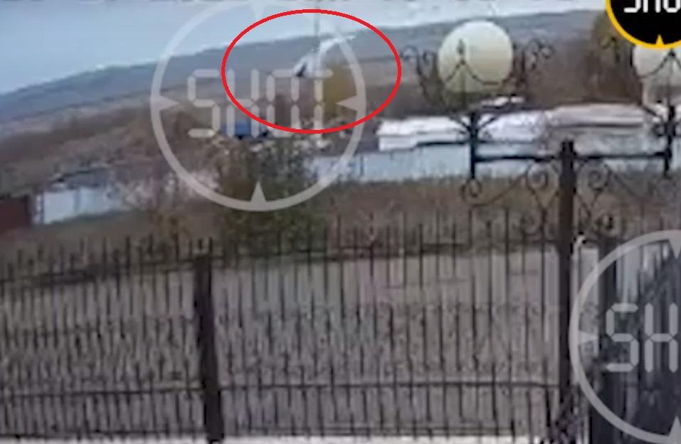 В сети опубликовали видео с моментом падения в Татарстане самолета с парашютистами